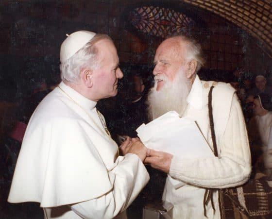 Lanza del Vasto - Avec Jean-Paul II, en décembre 1979.