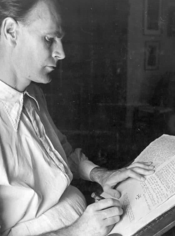 El escritor-calígrafo en 1939, en Recologne