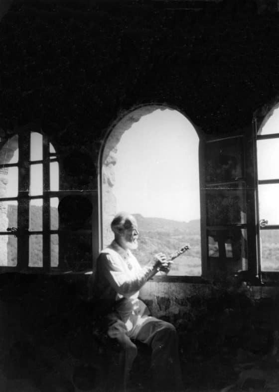 En la ventana de la casa de Nogaret
