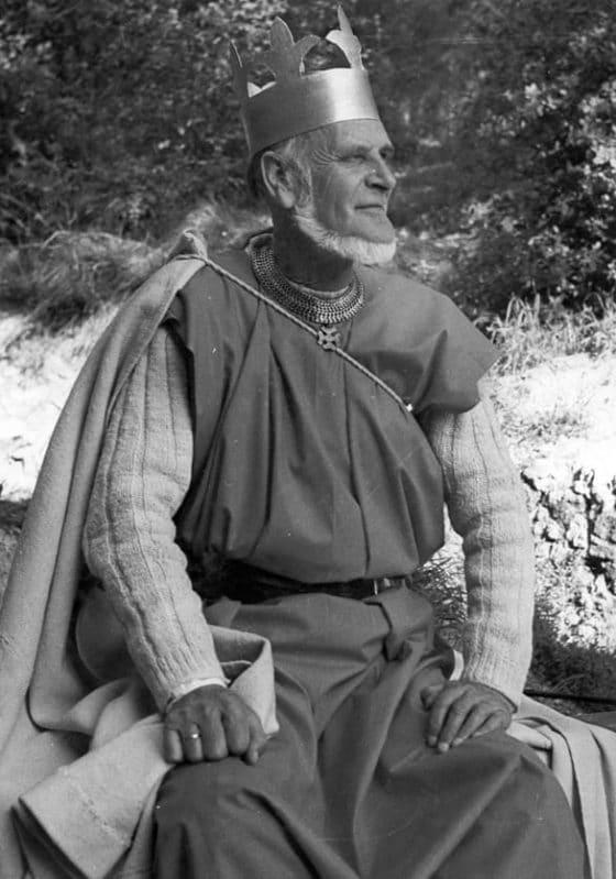 El actor representando al rey Arturo
