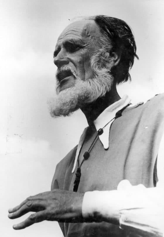 « Portrait de Chrysogone » (1936) dans le Chiffre des choses : « Partout passant et pèlerin, sans cesse Dénudé par le vent d'un grand départ.
