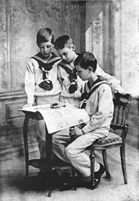 Les trois frères en 1913.