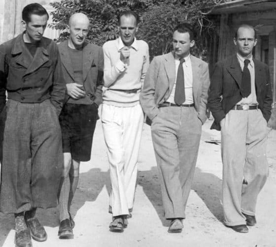 De gauche à droite : Pierre Emmanuel, Henri-Irénée Davenson (Marrou), Lanza del Vasto, Max-Pol Fouchet, Loys Masson (Lourmarin, 1941).