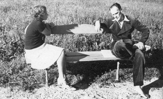 Conversation (Allauch, 1941).