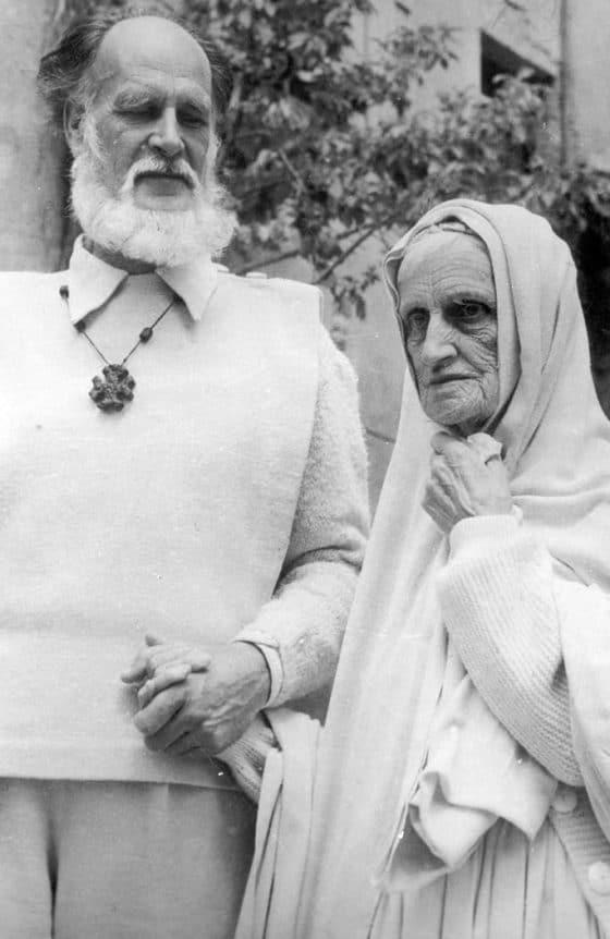 Avec sa mère à Bollène en 1956.