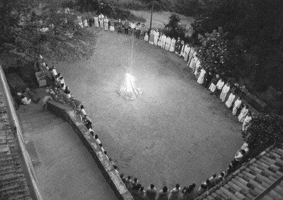 Lanza del Vasto - Prière du soir à la Borie-Noble.