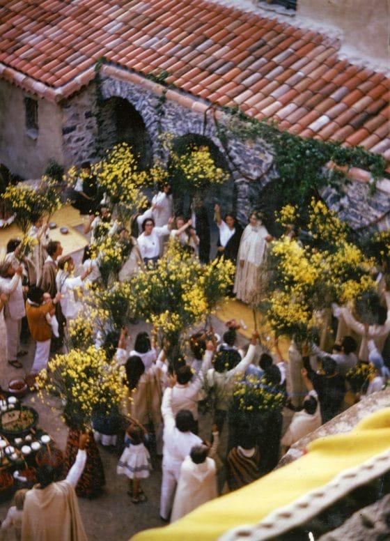 Lanza del Vasto - Une fête communautaire à la Borie-Noble.
