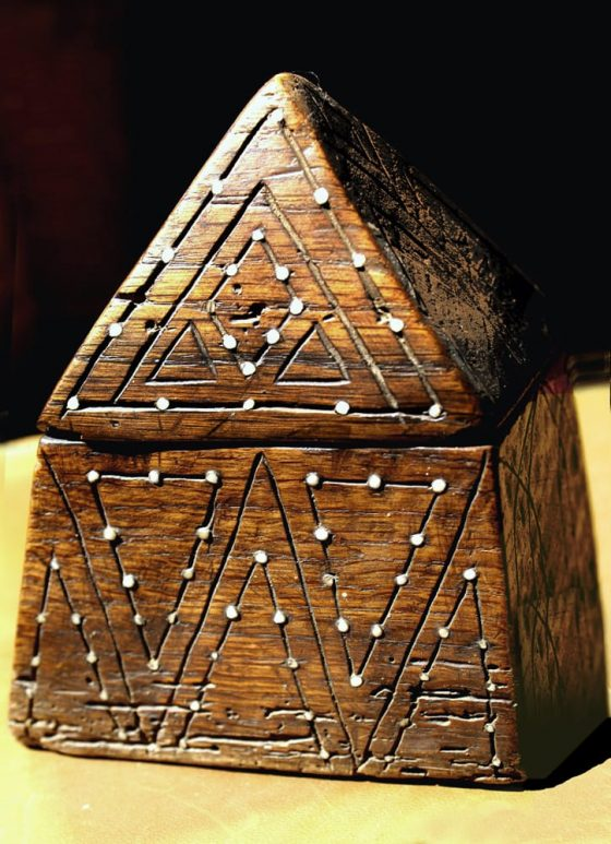 Cofrecito piramidal - Lanza del Vasto