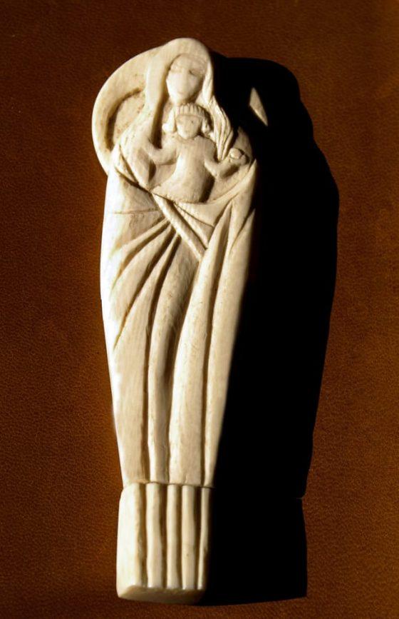 Virgen de pie - Lanza del Vasto