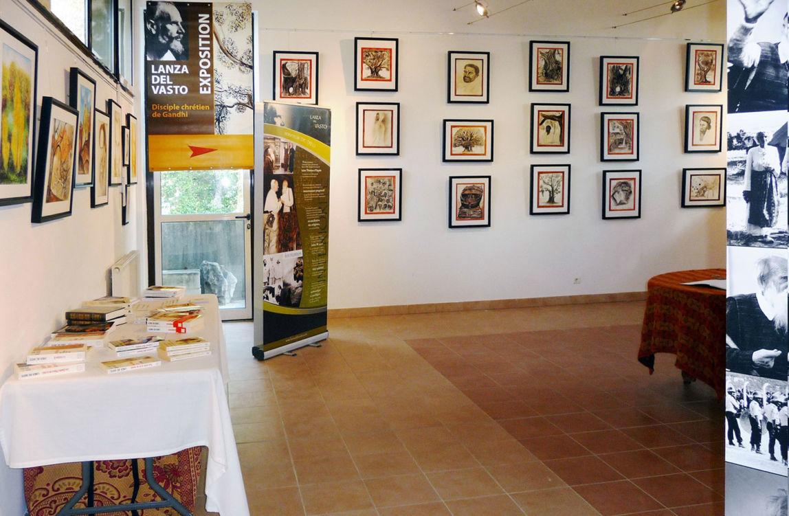 L'Abbazia Notre-Dame du Bon Secours (Nostra Signora del Buon Soccorso) a Blauvac ospita una mostra di opere di Lanza del Vasto